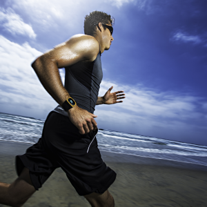 Mio_ALPHA2_male_runner-on-beach